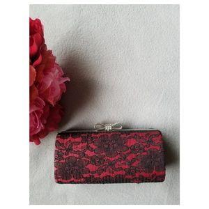 Handbags - Lace evening clutch